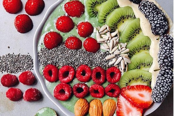Superfood Smoothie Bowl, paleo recipes, paleo diet